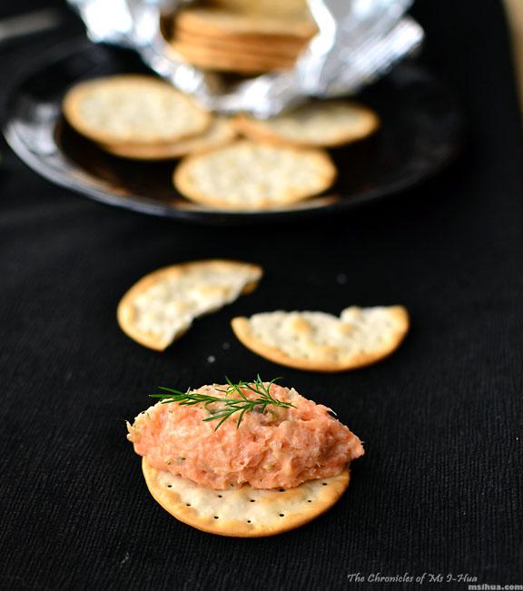 salmonRillette_cracker