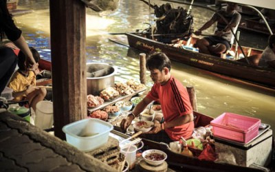 THAILAND: Damnoen Saduak Floating Market & Soi Polo Fried Chicken!