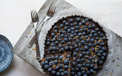 No-Bake Blueberry Chocolate Tart with Oreo & Sea Salt Chips Base